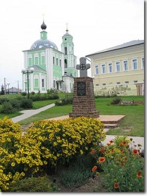 Козельск. Крест-памятник героям обороны Козельска 1238 года