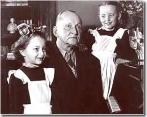 А.Н.Вертинский с доченьками. 1951 г.